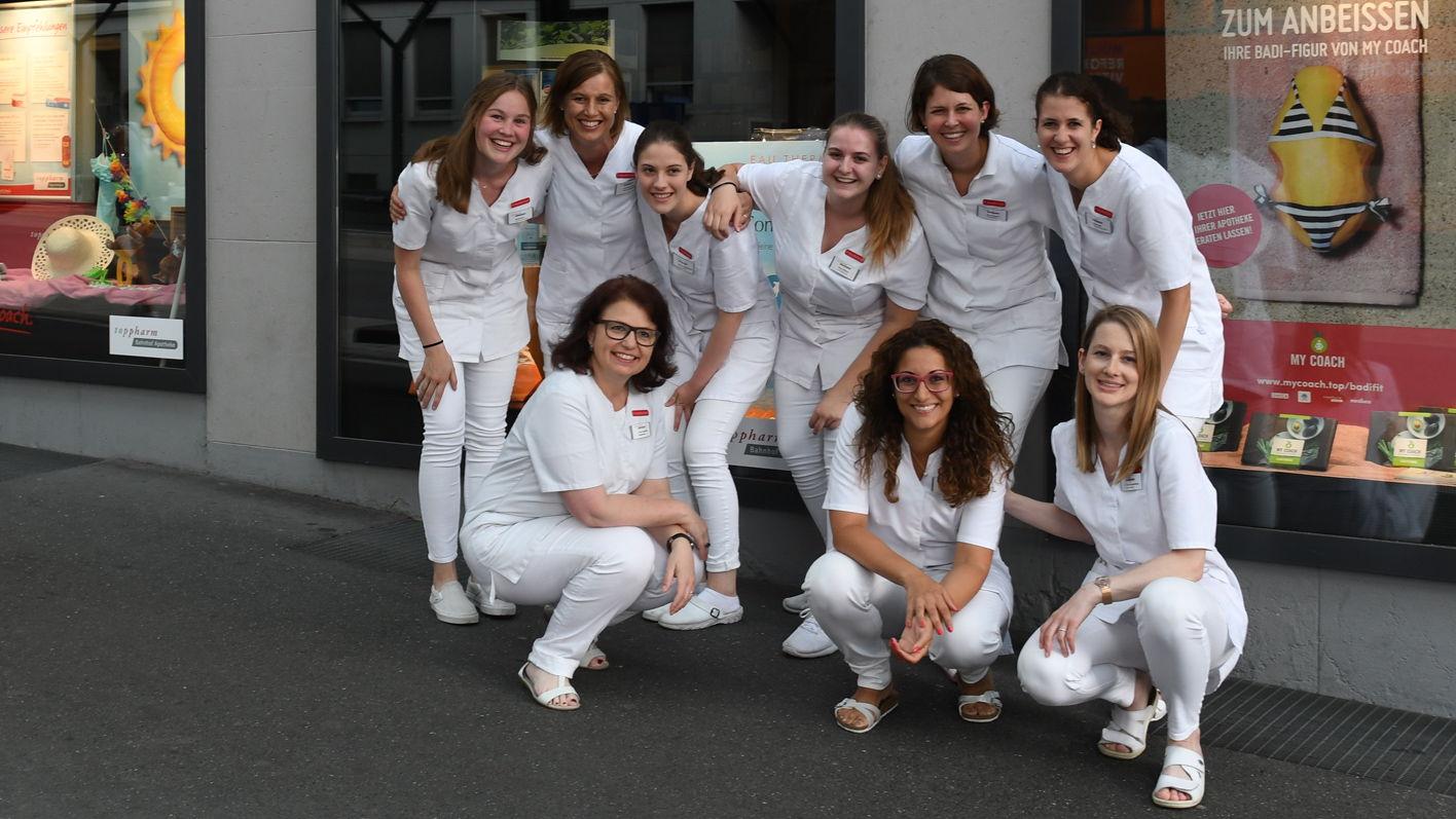Das Team der TopPharm Bahnhof Apotheke in Zug