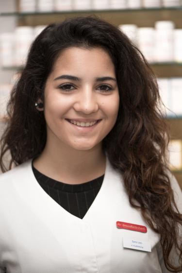 Syra Leo, in Ausbildung